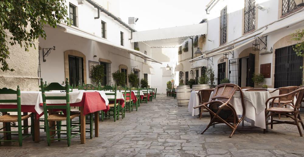 ¿Es tan fácil montar un bar en España?