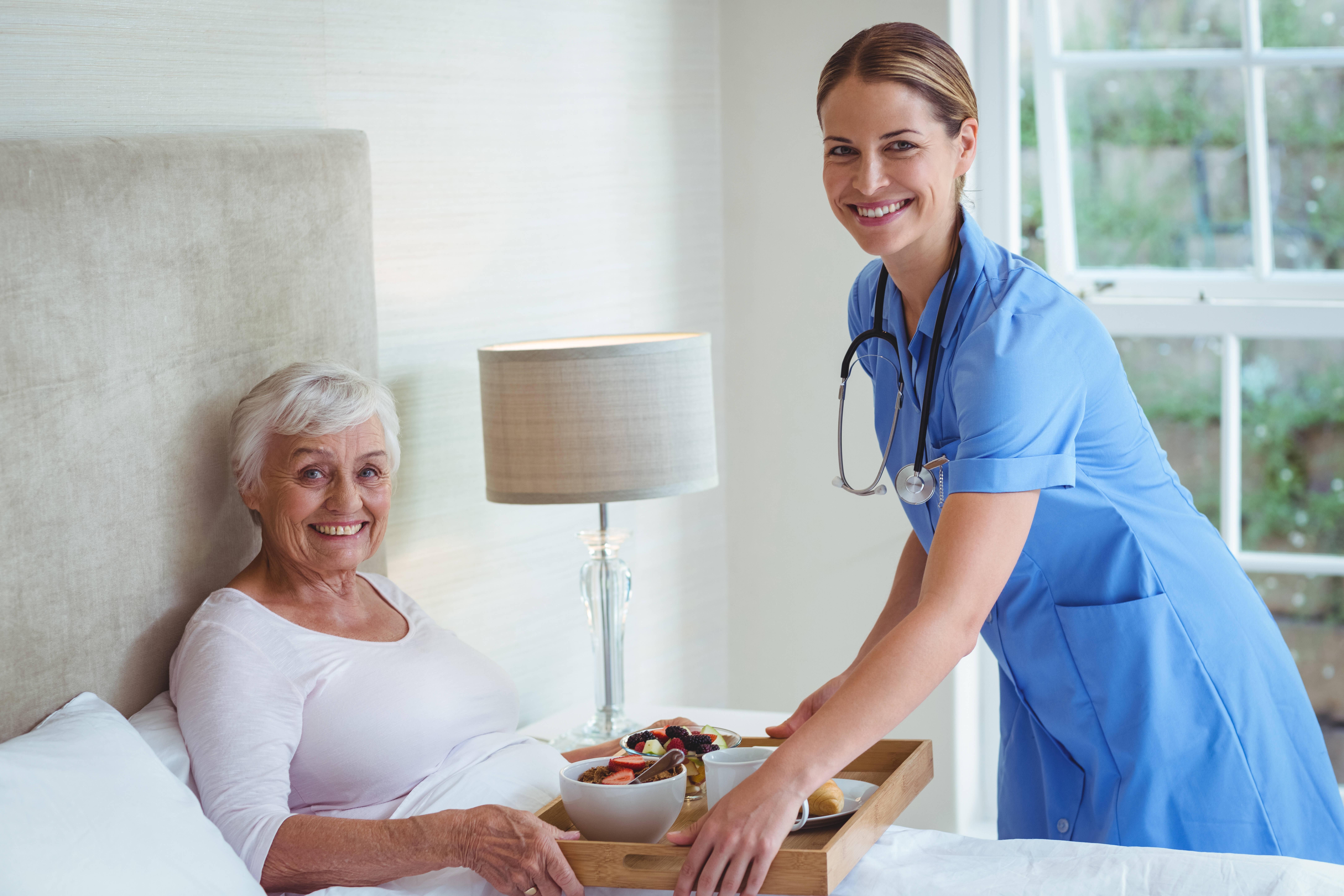 La ayuda a domicilio, una opción viable frente a las residencias